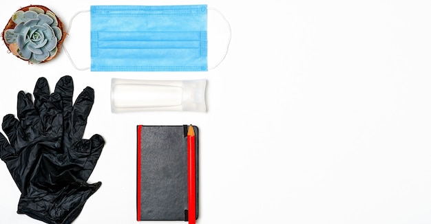 Maska medyczna, środek do dezynfekcji rąk - zestaw indywidualny. środek do higieny osobistej i ochrona przed wirusami