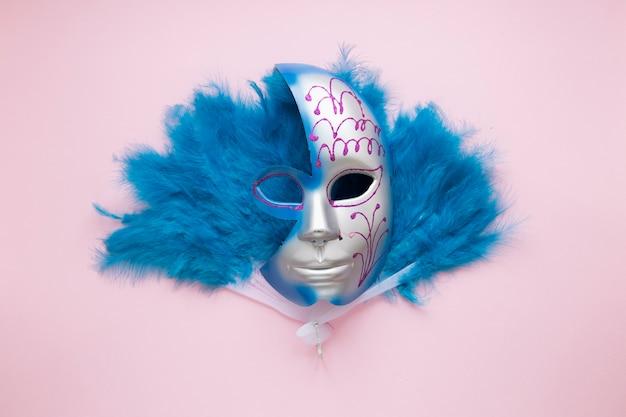 Maska na wentylatorze piórkowym