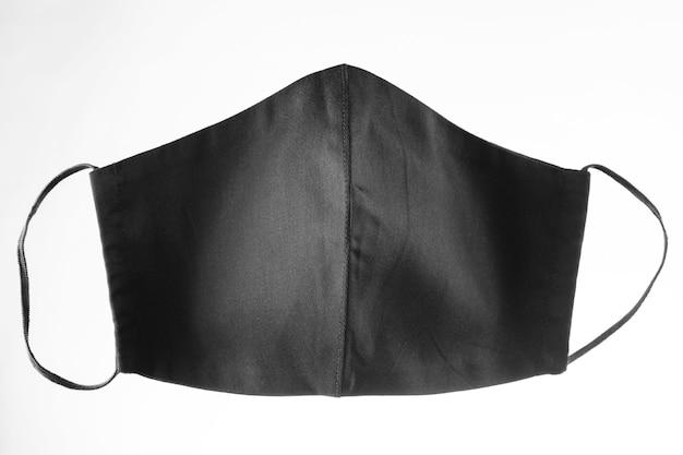 Maska ochronna na twarz na białym tle. czarna maska na twarz wielokrotnego użytku. maska antywirusowa. odosobniony