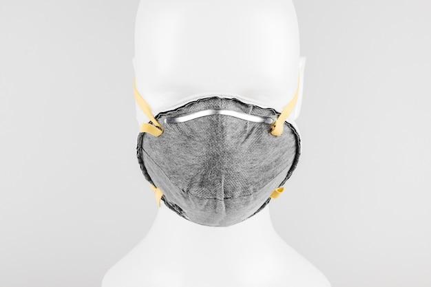 Maska przeciw zanieczyszczeniom powietrza na manekinie