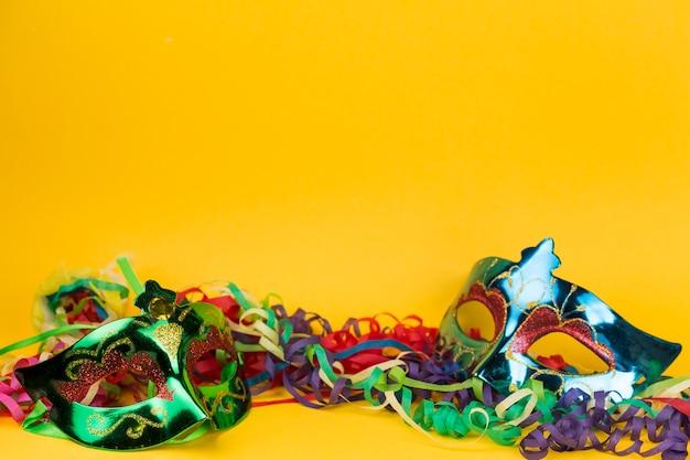 Maski karnawałowe z piórami