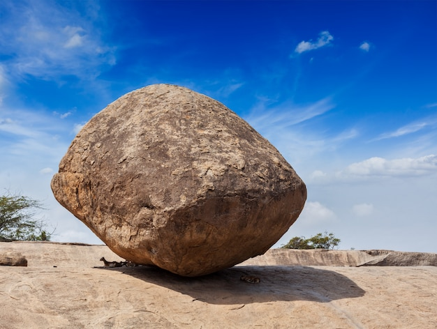 Maślanka krishny - gigantyczny kamień naturalny gigant, maha