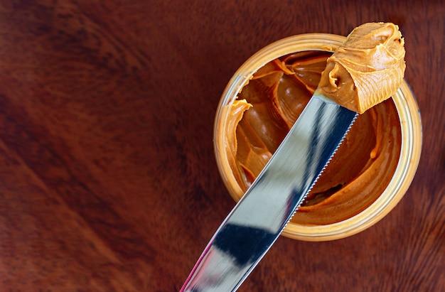 Masło orzechowe koncepcja zdrowe pożywne śniadanie