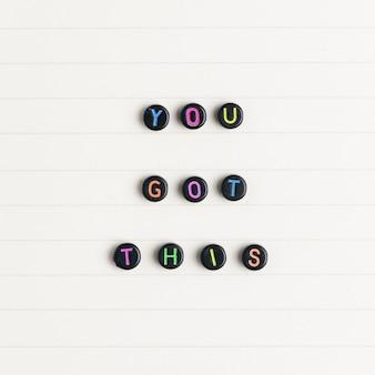 Masz to koraliki tekst typografia