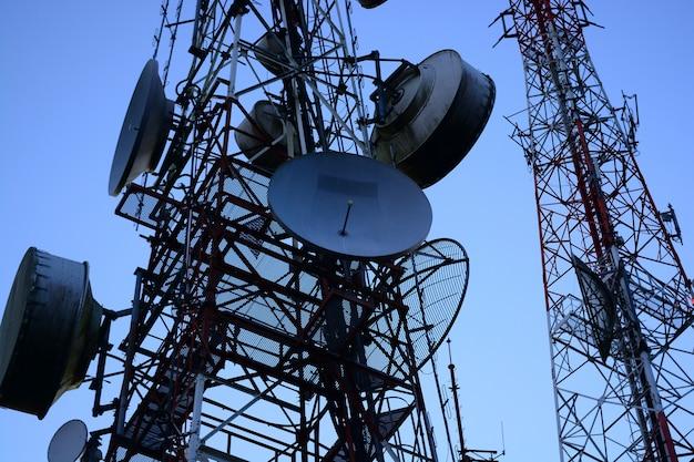 Maszt telekomunikacyjny anteny telewizyjne technologia bezprzewodowa