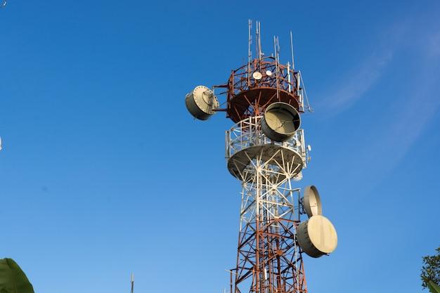 Maszt telekomunikacyjny anteny telewizyjne w technologii bezprzewodowej