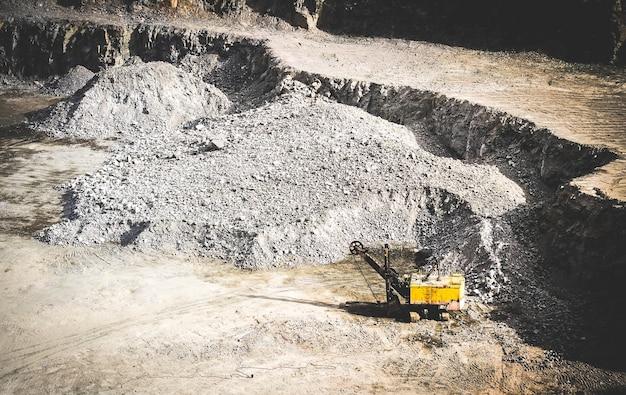 Maszyna do cięcia granitu w kamieniołomie granitów