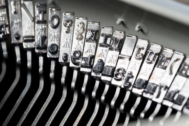 Maszyna do pisania w stylu retro z bliska