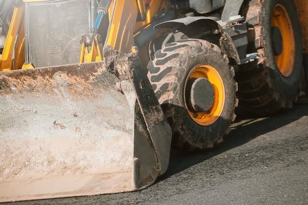 Maszyna do poruszania ziemi. maszyny do budowy dróg.