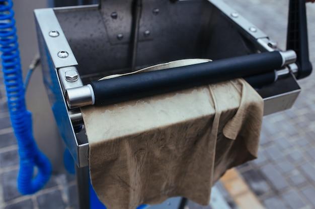 Maszyna do wyciskania szmat. koncepcja myjni samochodowej