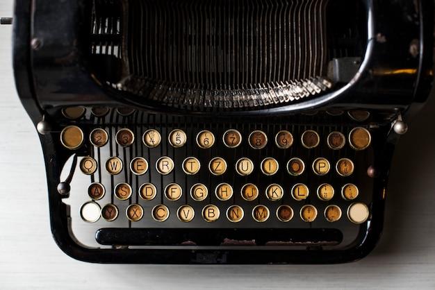 Maszyna retro do pisania w starym stylu