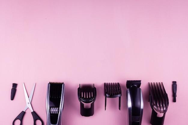 Maszynka do strzyżenia włosów różowe tło.