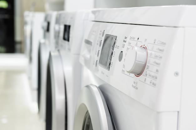 Maszyny do prania w sklepie agd