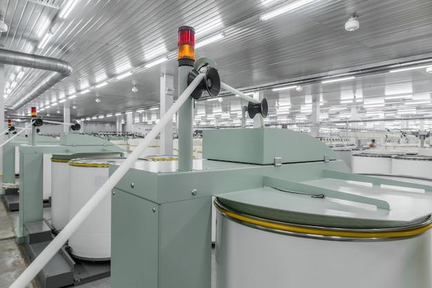 Maszyny i urządzenia w warsztacie do produkcji nici fabryka tekstyliów przemysłowych