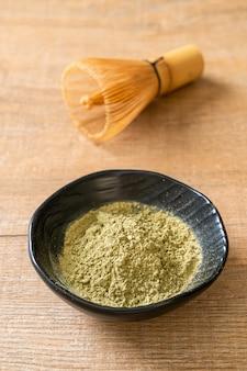 Matcha zielona herbata w proszku z trzepaczką