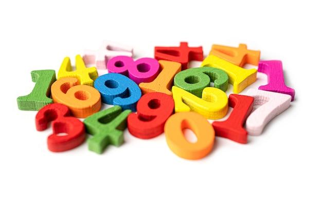 Matematyka numer kolorowy na białym tle.