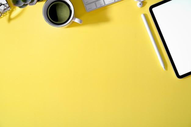 Materiały biurowe i artykuły biurowe płasko układane