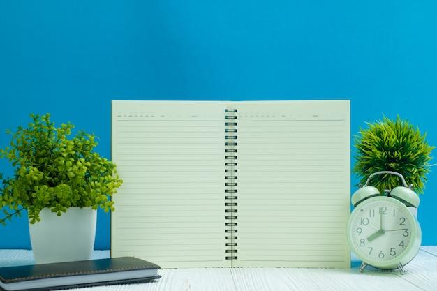 Materiały biurowe lub artykuły biurowe niezbędne narzędzia do drewna