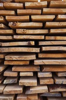 Materiały budowlane drewniane deski