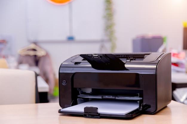Materiały eksploatacyjne do kopiowania laserowego skanera drukarki w biurze.