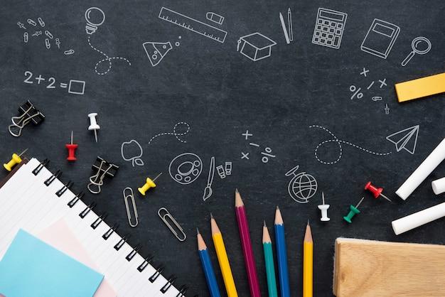 Materiały na blackboard tle