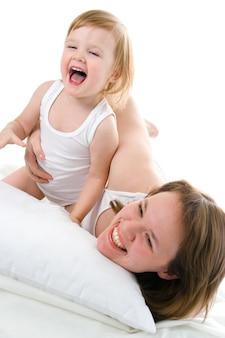 Mather i dziecko w łóżku