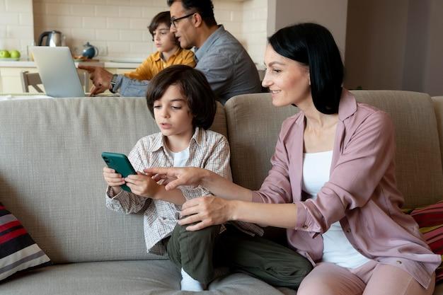 Matka chce oglądać, w co gra jej syn