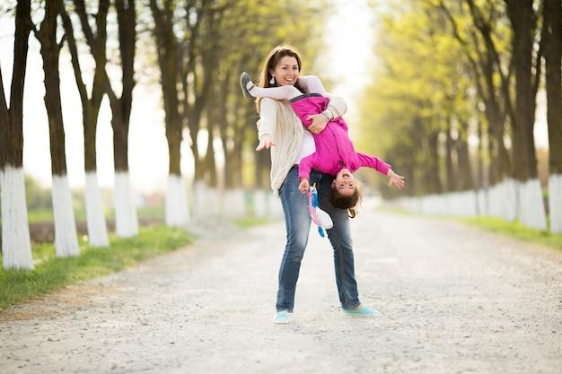 Matka I Córka Bawią Się Premium Zdjęcia