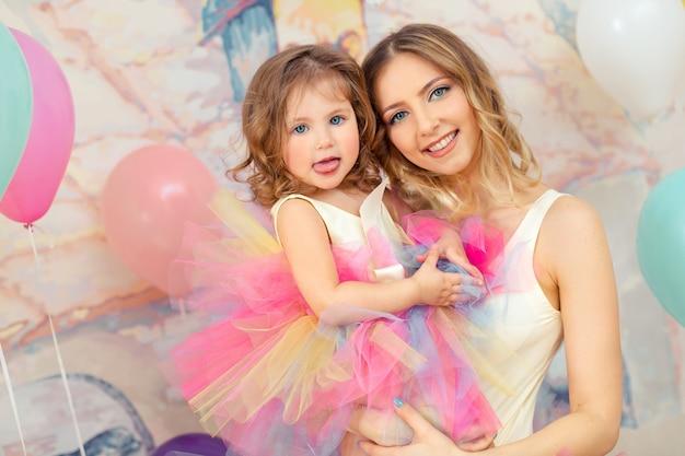 Matka i córka na imprezie