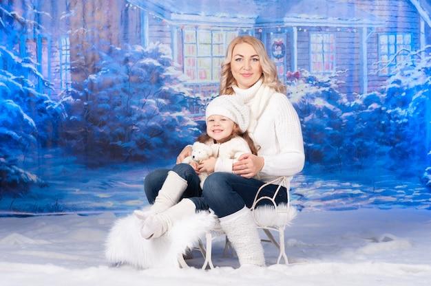 Matka i córka świętują boże narodzenie