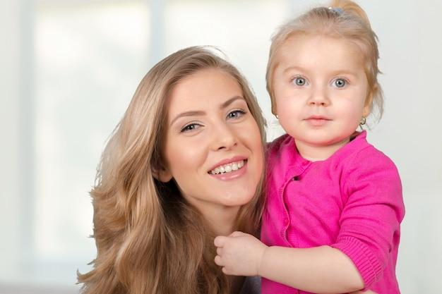 Matka i córka. szczęśliwa rodzina