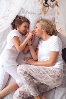 Matka i córka w domu