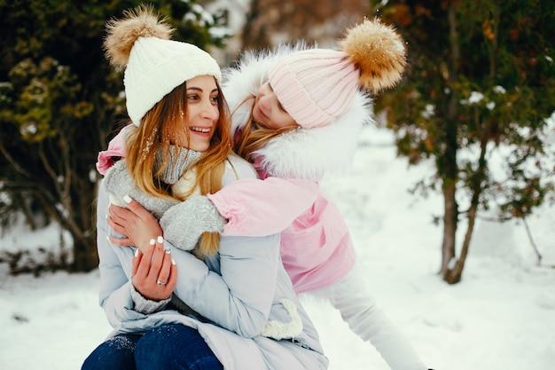 Matka i córka w winter park
