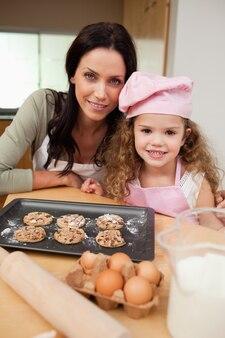 Matka i córka z ciasteczkami
