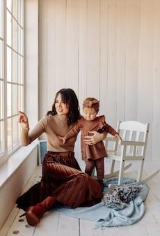 Matka i dziecko bawiące się