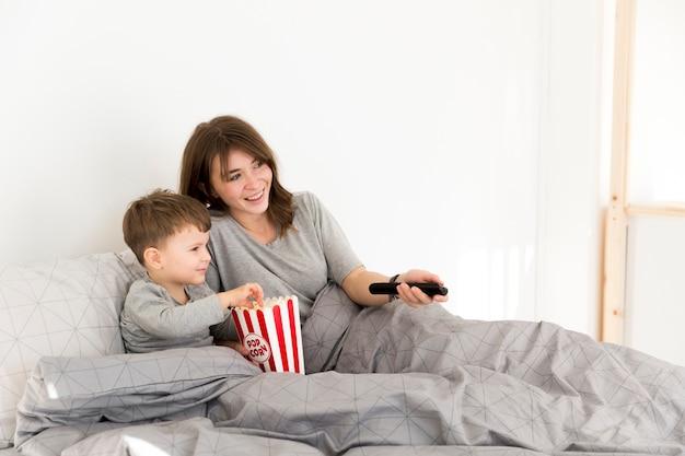 Matka i syn w domu
