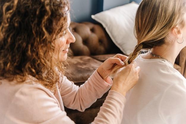Matka oplatała włosy nierozpoznawalnej córki
