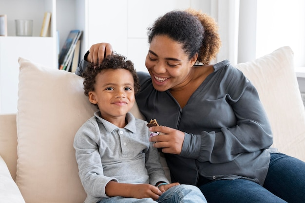 Matka spędza czas razem z dzieckiem