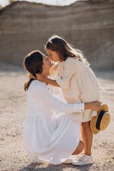 Matka z córką razem zabawy