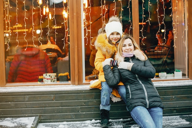 Matka z córką w parku