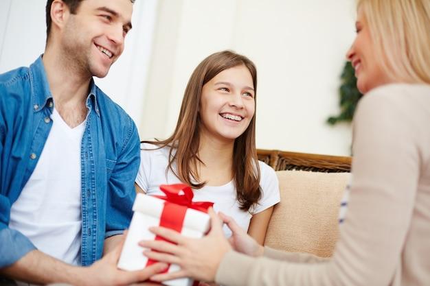 Matka zaskoczony z darem