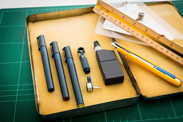 Maty do cięcia, rysunki piórkowe, dostosowanie narzędzia kątowego, linijki skali, noża, tuszu w pudełku