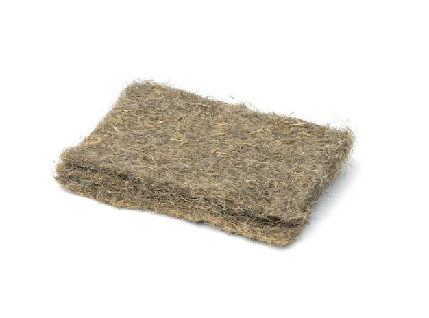 Maty lniane do uprawy microgreen na białej powierzchni, z bliska