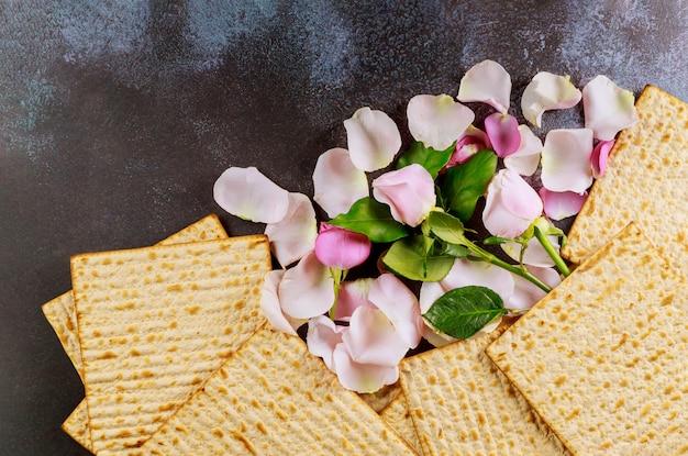 Matzoh żydowski świąteczny chleb żydowska rodzina świętuje paschę