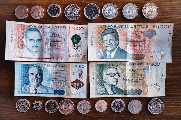 Mauritius pieniądze rupia mauritius banknoty i monety mur z bliska