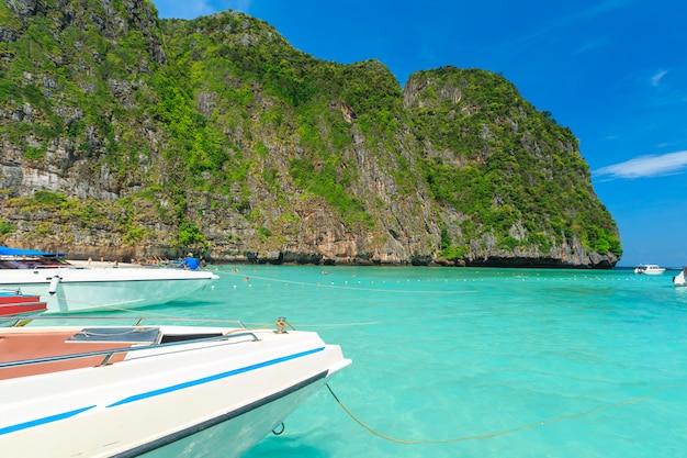 Maya bay jedna z najpiękniejszych plaż w prowincji phuket w tajlandii.