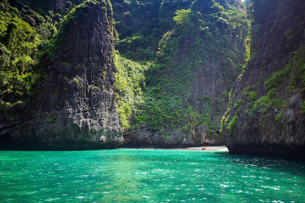 Maya bay phi phi leh wyspa, krabi tajlandia