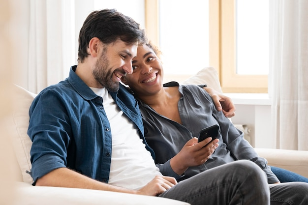 Mąż i żona spędzają razem trochę czasu