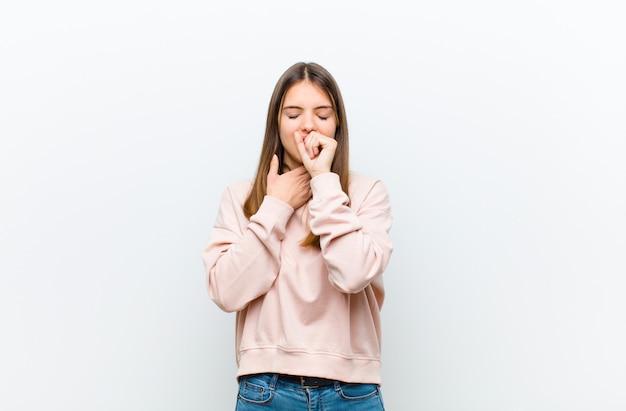 Mdłości z bólem gardła i objawami grypy, kaszel z zakrytymi ustami