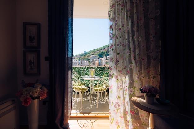 Meble na balkonie mieszkania